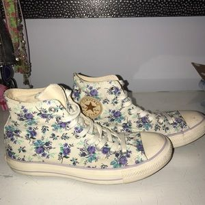 Brand New! Floral Converse🦋